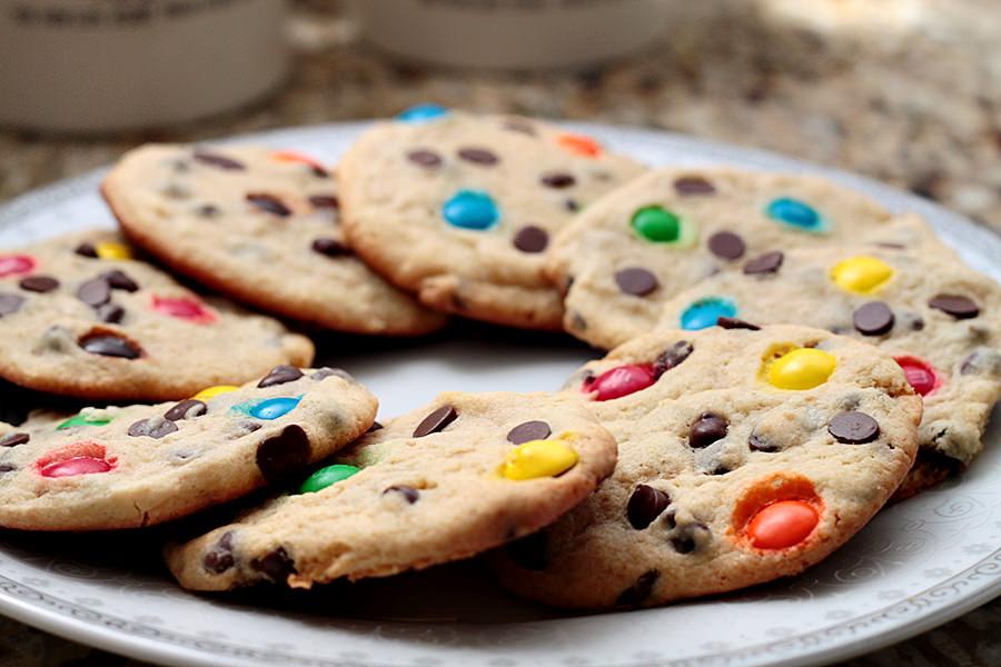 Cookies com Gotas de Chocolate e M&M's