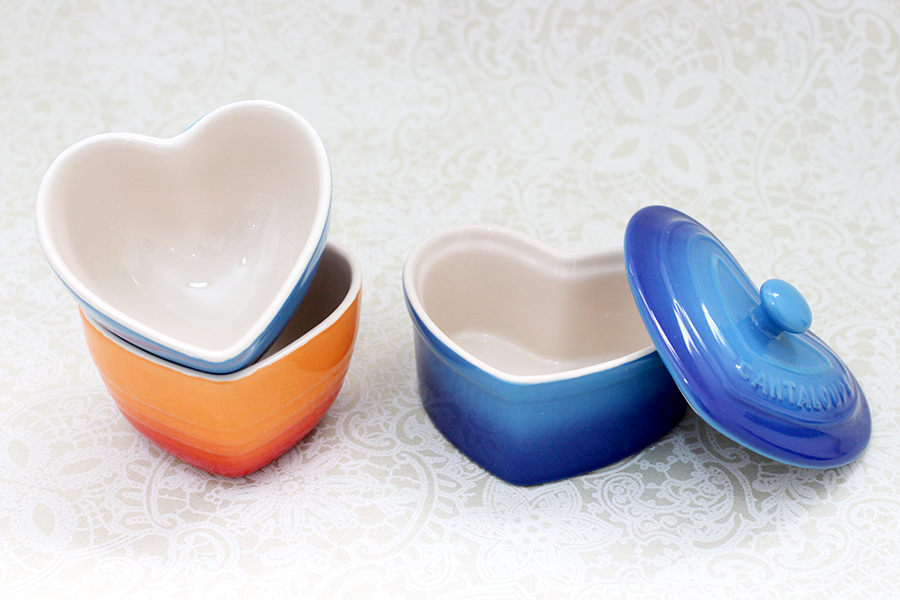 Mini bowl e mini panelinha com tampa de coração.